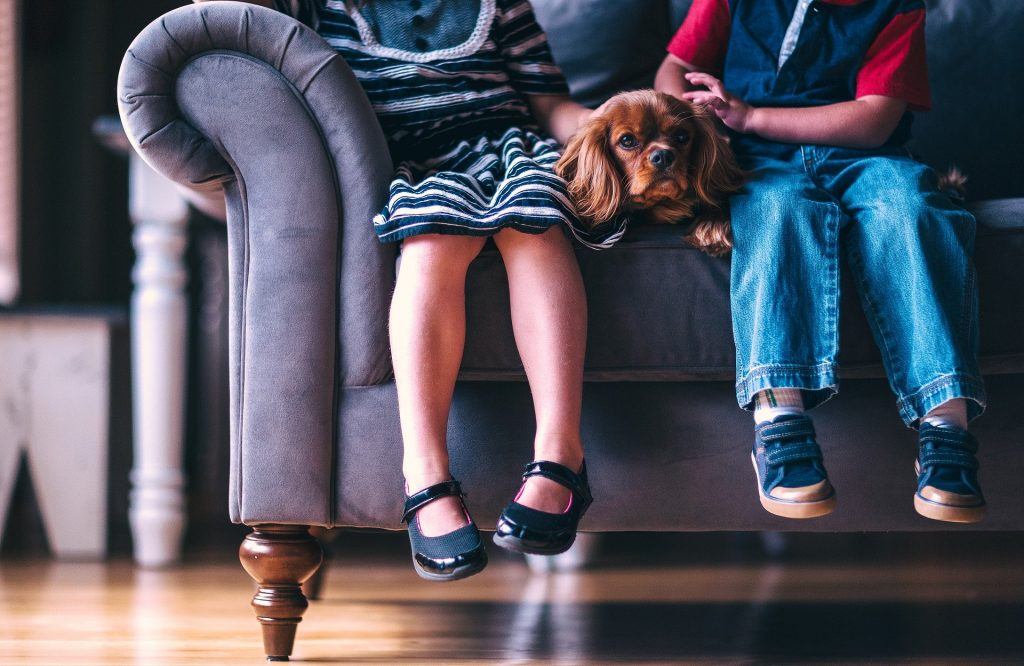 children on a couch - reduce moving stress for children